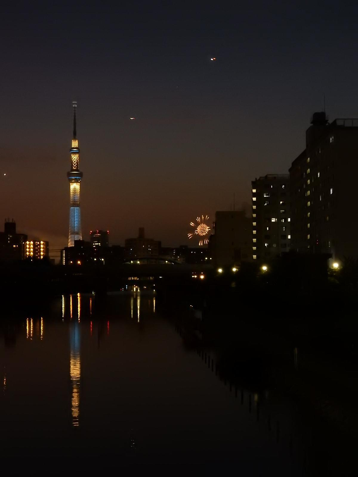 花火と東京スカイツリー