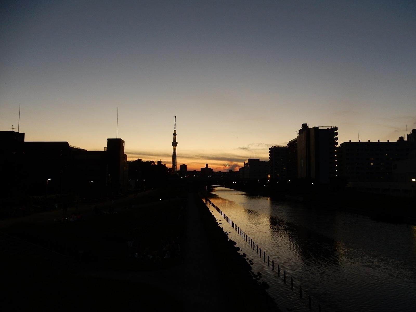 黄昏時の東京スカイツリー