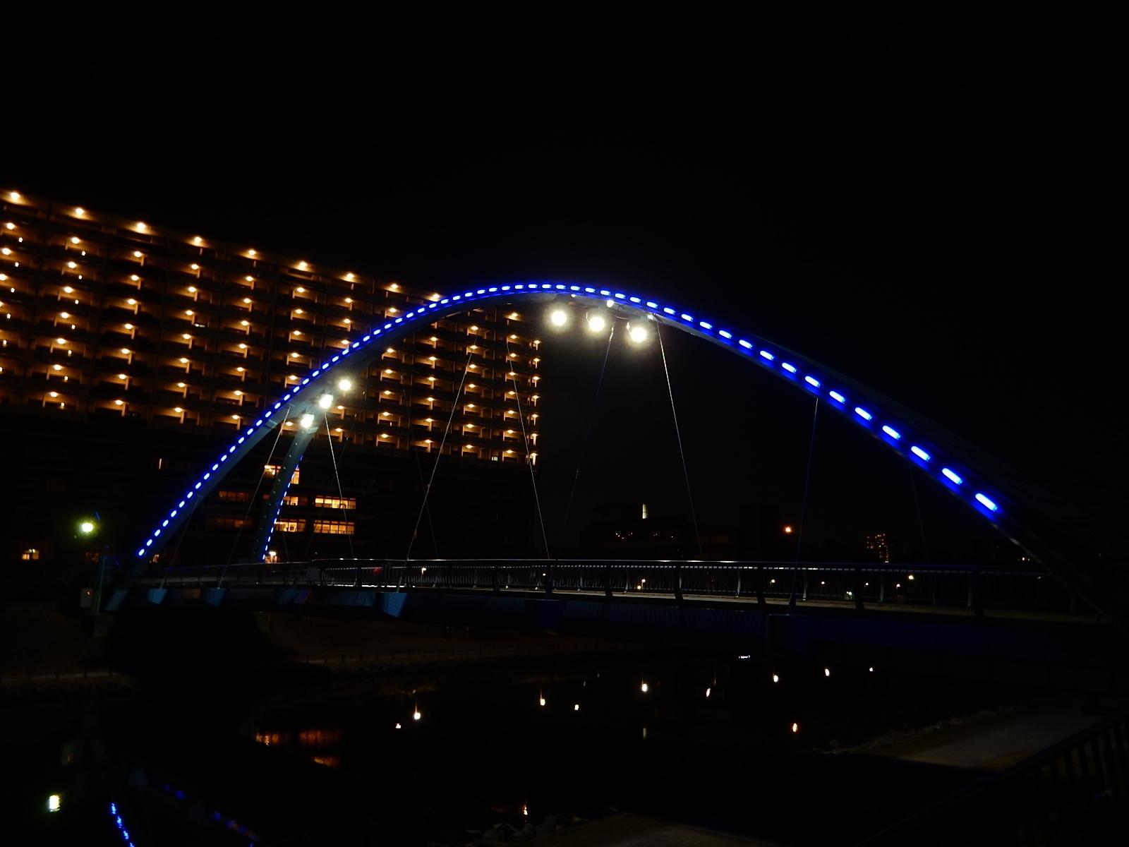 真夜中の照明を灯したふれあい橋1