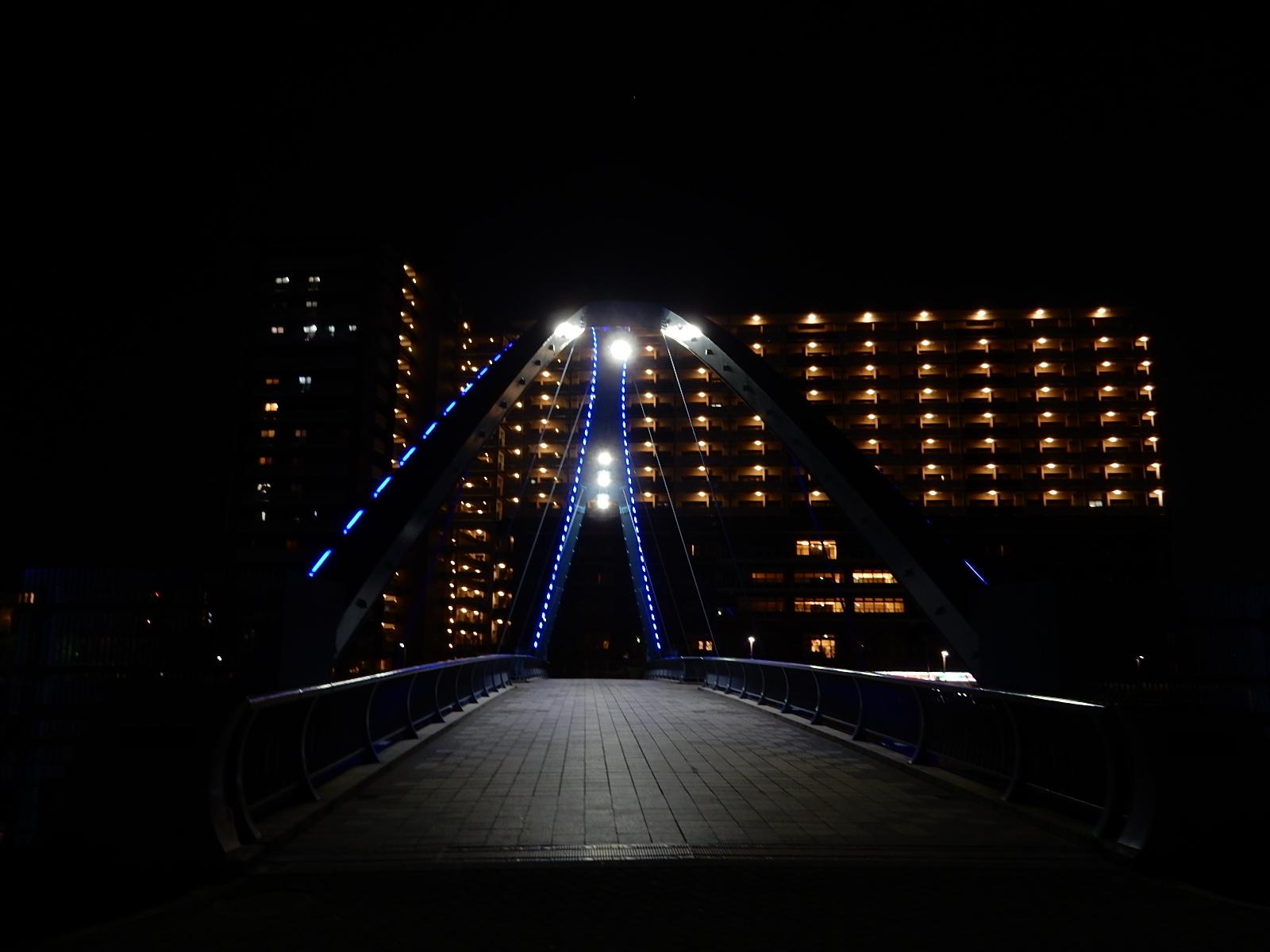 真夜中の照明を灯したふれあい橋2