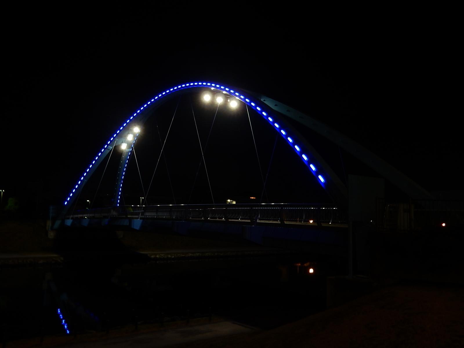 真夜中の照明を灯したふれあい橋4