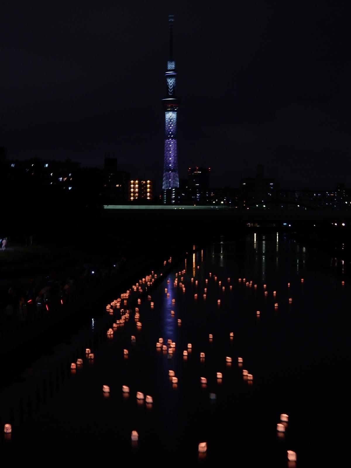 東京スカイツリーと灯籠