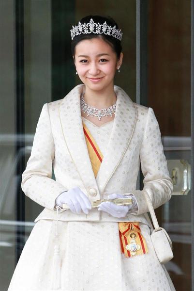 20歳の誕生日を迎えられ、天皇、皇后両陛下へのあいさつを終えた秋篠宮家の次女佳子さま=29日午後、宮殿・西車寄