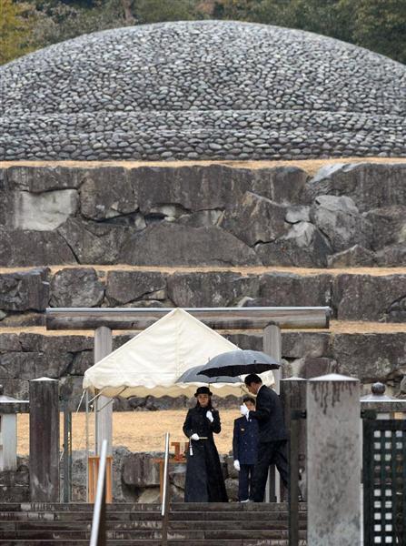武蔵野陵を参拝された佳子さま=15日午前、東京都八王子市