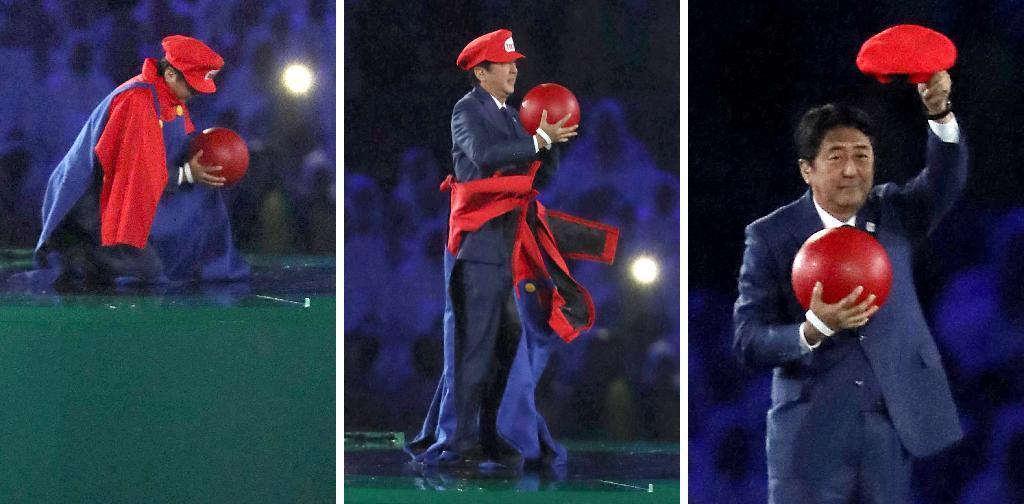 リオデジャネイロ五輪閉会式 アトラクションで、土管から現れたマリオに扮した安倍首相=21日、マラカナン競技場