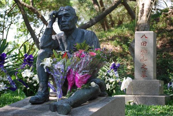 頭部が切られた状態で見つかった八田與一像の元の姿=2008年5月