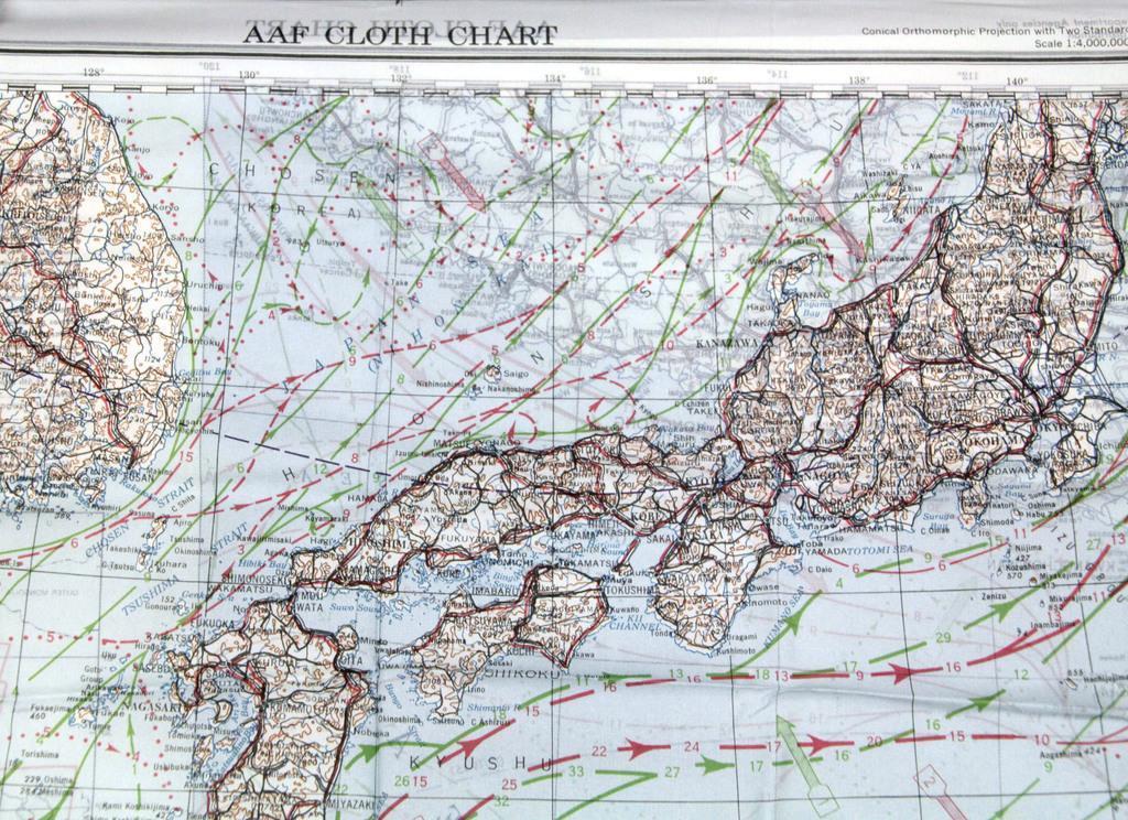 米軍が戦時中に制作した布製航空図。竹島は「Take」と表記されていた